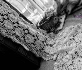 Ecru Vintage Hand Crochet Scallop Edge Lace Table Runner Snowflakes - Wedding table runner 72'